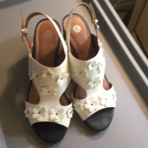 Dress Barn White flower Clista Sandals with heal
